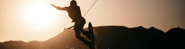 Vous êtes des professionnels du wakeboard & ski nautique ?