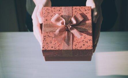 Quel cadeau offrir à quelqu'un qu'on ne connaît pas ?