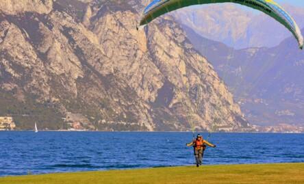 Quelle est la meilleure période pour voler en parapente ?