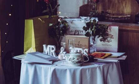Comment trouver une idée cadeau pour les jeunes mariés ?