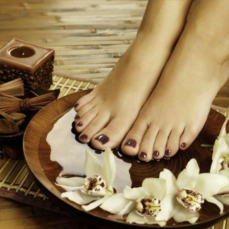 Beauté des pieds et pose de vernis semi-permanent