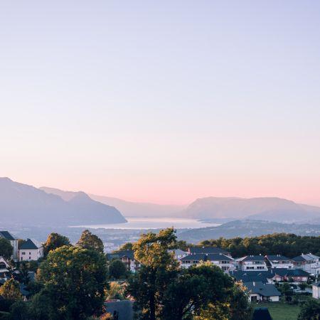 Nuit en chambre Supérieure, petit déjeuner et croisière sur le Lac du Bourget pour 2