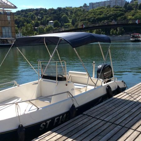 Demi-journée de location d'un bateau avec permis fluvial