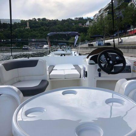 3h de location d'un bateau avec permis fluvial