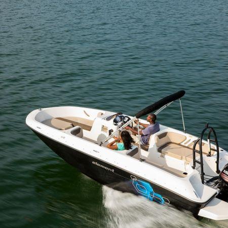 Une journée de location d'un bateau avec permis fluvial