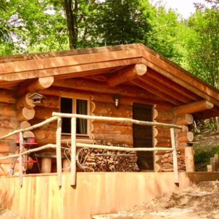 """Nuit dans une cabane en rondins type canadien """"Les 13 arbres"""""""