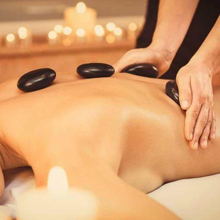 Massage aux Pierres Chaudes (1h)