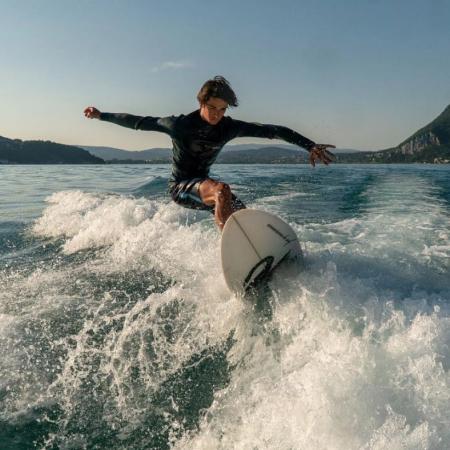 Une heure de Wakeboard, WakeSurf ou Ski Nautique