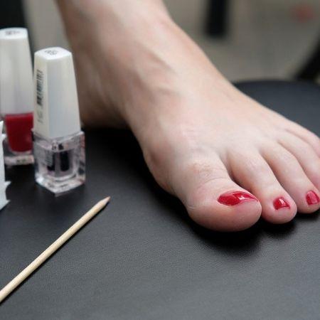 Soin des pieds + pose de vernis semi-permanent (2h)