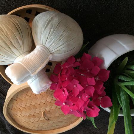 Massage aux pochons de Siam   (1h30)