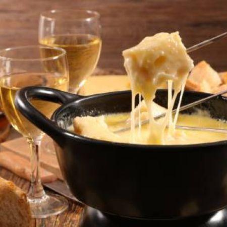 Nuit d'été Gourmande,  fondue savoyarde et petit-déjeuner. Produits locaux et bio