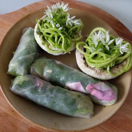 Nuit d'été avec chef à domicile : dîner fleurs et plantes sauvages