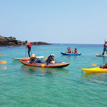 """Randonnée Journée dans les """" calanques """" Basques en kayak ou en paddle. Adulte."""