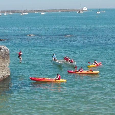Balade de 2h en pirogue Hawaïenne ou kayak de mer. Enfant.