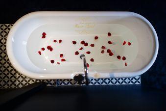 Les secrets de Marie-Astrid 1 NUIT avec petits déjeuners & Champagne image 2