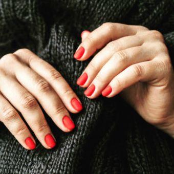Beauté des Mains , Huile nourrissante, Bain de crème, + pose de Vernis semi-permanent OPI image 1