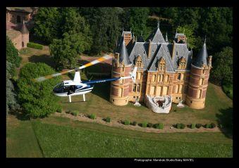 Survol des châteaux du Beaujolais image 1