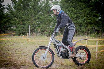 Découverte moto trial électrique image 1