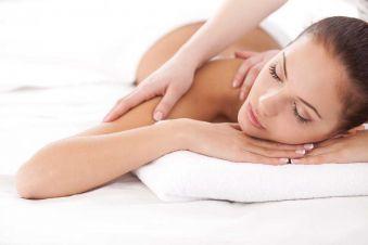 Nuitée en chambre Prestige, Massage pour 2 personnes et petits déjeuners image 1