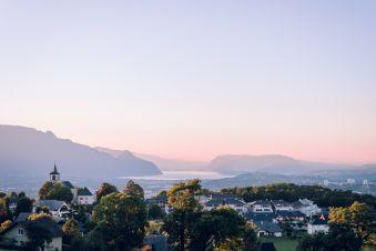 Nuit en chambre Supérieure, petit déjeuner et croisière sur le Lac du Bourget pour 2 image 1