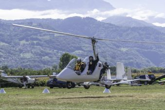 Première leçon de pilotage, une expérience unique en autogire ou en ULM pendulaire face aux Alpes et au Mont Blanc image 6