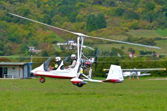 Première leçon de pilotage, une expérience unique en autogire ou en ULM pendulaire face aux Alpes et au Mont Blanc image 1