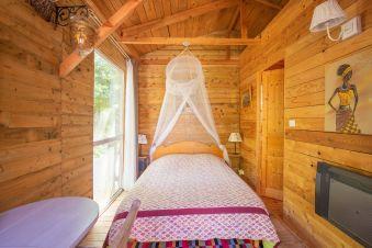 Séjour en famille dans une cabane perchée dans les arbres image 1