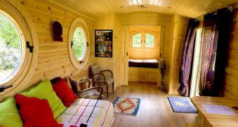 Une nuit en amoureux dans une roulotte en bois image 1