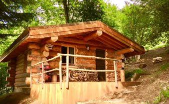"""Nuit dans une cabane en rondins type canadien """"Les 13 arbres"""" avec SPA capacité de 4 personnes image 3"""