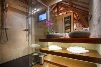 Séjour romantique - Cabane de Prestige avec Jacuzzi et Sauna privatifs image 7