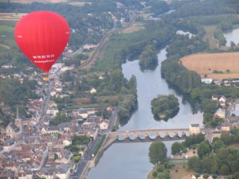 Vol en montgolfière en Val de Loire - Billets VIP 2 personnes image 4
