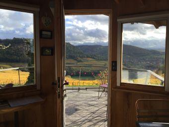 Séjour gourmand et insolite en Cabane Perchée pour 2 personnes au coeur du vignoble de Château-chalon image 1