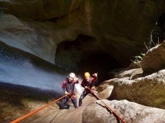 1 place pour 1 descente de canyon à Angon performance image 3