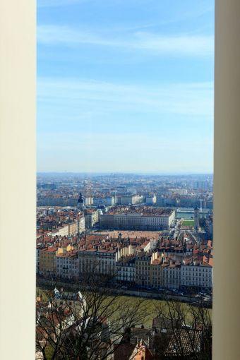 Séjour en suite vue ville image 3