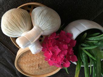 Massage aux pochons de Siam   (1h30) image 1