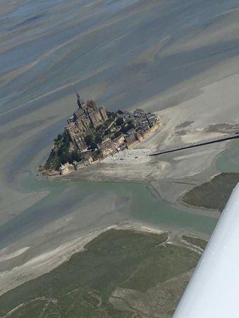 Vol touristique privé vers Le Mont-Saint-Michel et Caen image 4