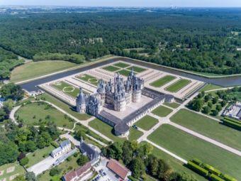 Survol des châteaux de la Loire en avion image 1