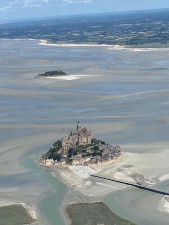 Vol touristique privé vers Le Mont-Saint-Michel et Caen image 1