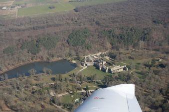 Survolez les châteaux de la région parisienne en avion image 2
