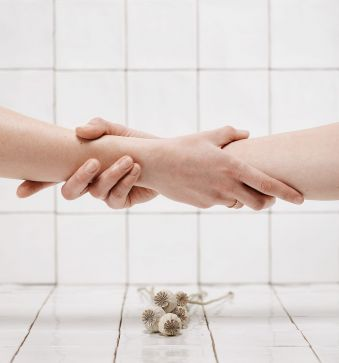 Beauté des mains + Pose de vernis semi-permanent image 1