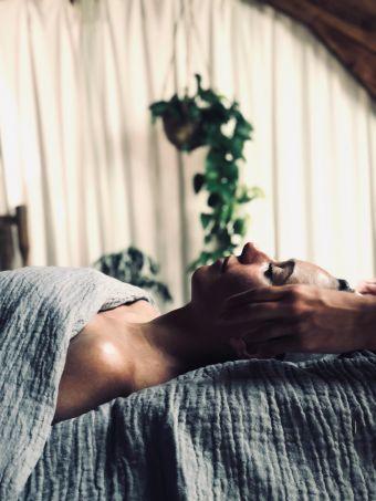 Massage Anti-Age japonais du Visage Kobido 1h + Mini Soin TATA HARPER 30 min image 1