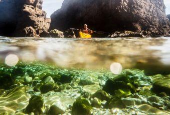 """Randonnée Journée dans les """" calanques """" Basques en kayak ou en paddle. Adulte. image 2"""