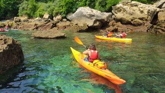 """Randonnée Journée dans les """" calanques """" Basques en kayak ou en paddle. Adulte. image 4"""