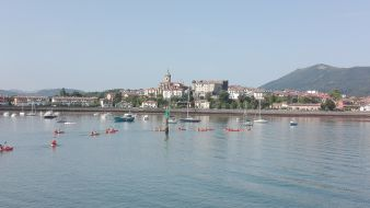 """Randonnée Journée dans les """" calanques """" Basques en kayak ou en paddle. Enfant. image 2"""